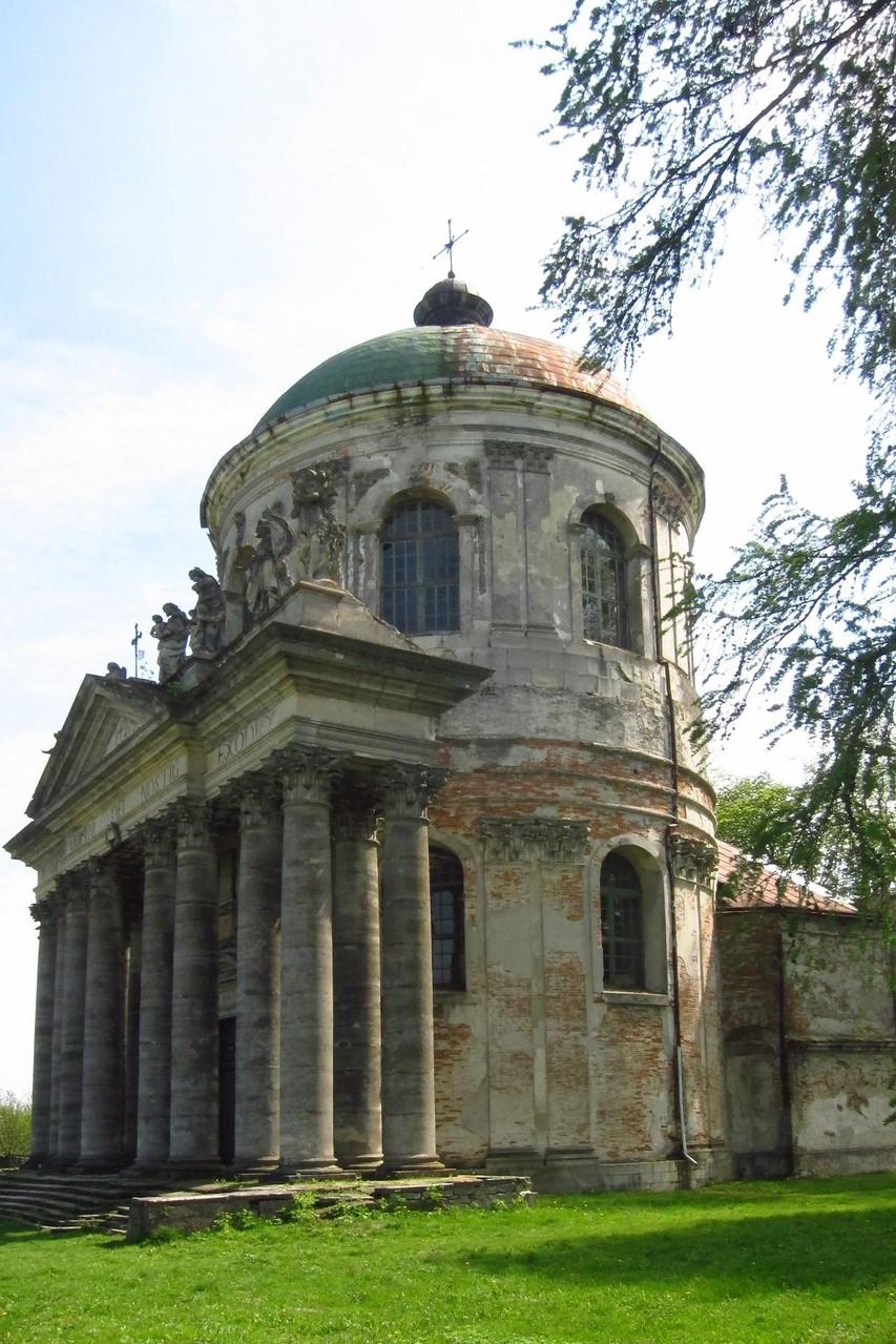 Костел св. Йосипа. 14 коринфських колонн.