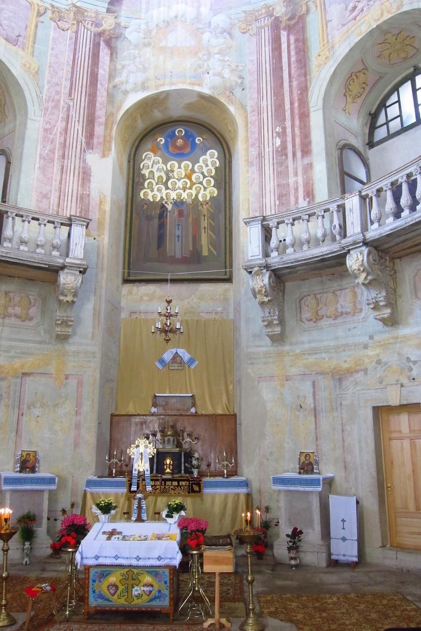 Головний вівтарь костелу св. Йосипа.