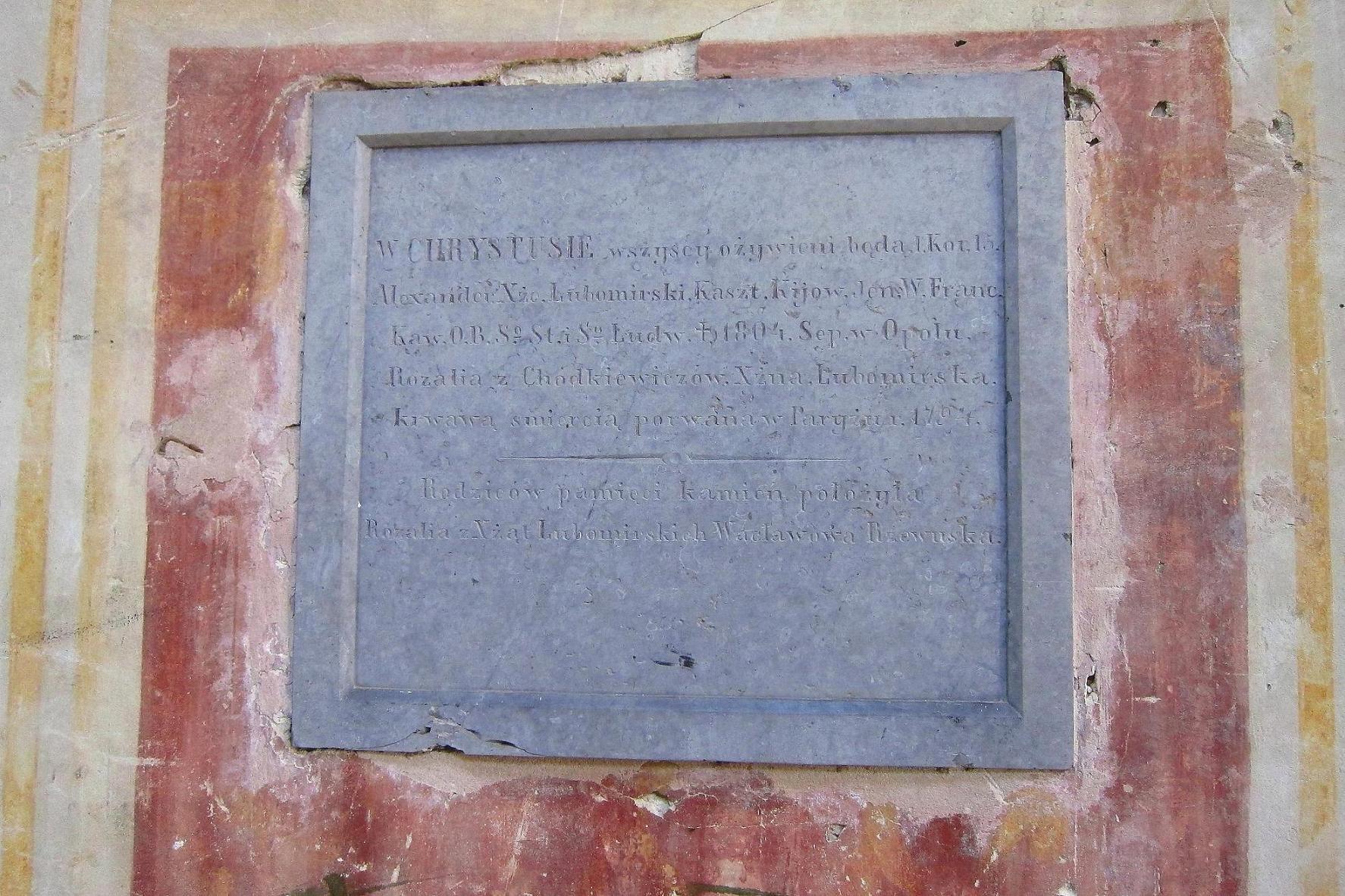 Gамятна плита-епітафія Олександру Любомирському каштеляну Київському, що помер в 1804 році в Ополю, та Розалії з Ходкевичів Любомирській, яка була страчена гільотиною в 1794 р. в Парижі, разом з королевою Франції Марією Антуанеттою.