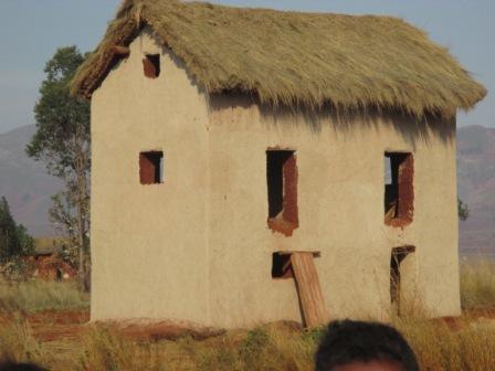 et où nous avons construit une maison pour les enseignants