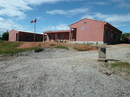 Amboditavolo, les 4 salles du collège avec le bâtiment administratif