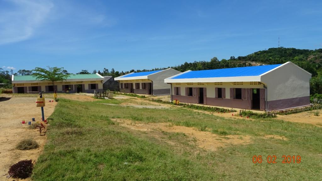 les 3 bâtiments de l'EPP d'Amboditavolo terminés