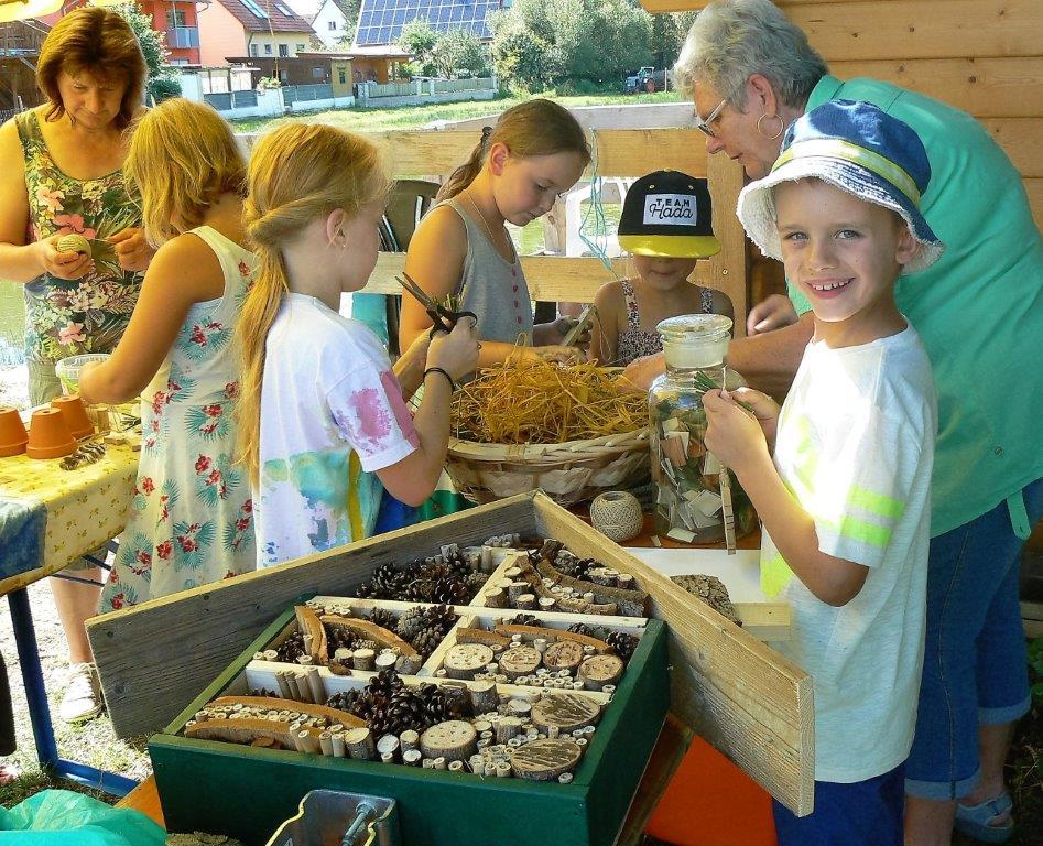 Wir basteln ein Insektenhotel und andere Sachen aus Naturprodukten