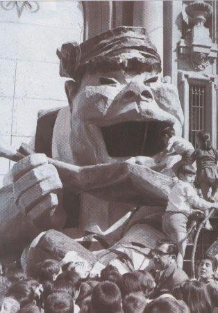 El tío Zambombo en los Años 60 en la Plaza del Pilar