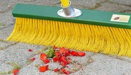Fritze® Krallenbesen für Hof & Garten