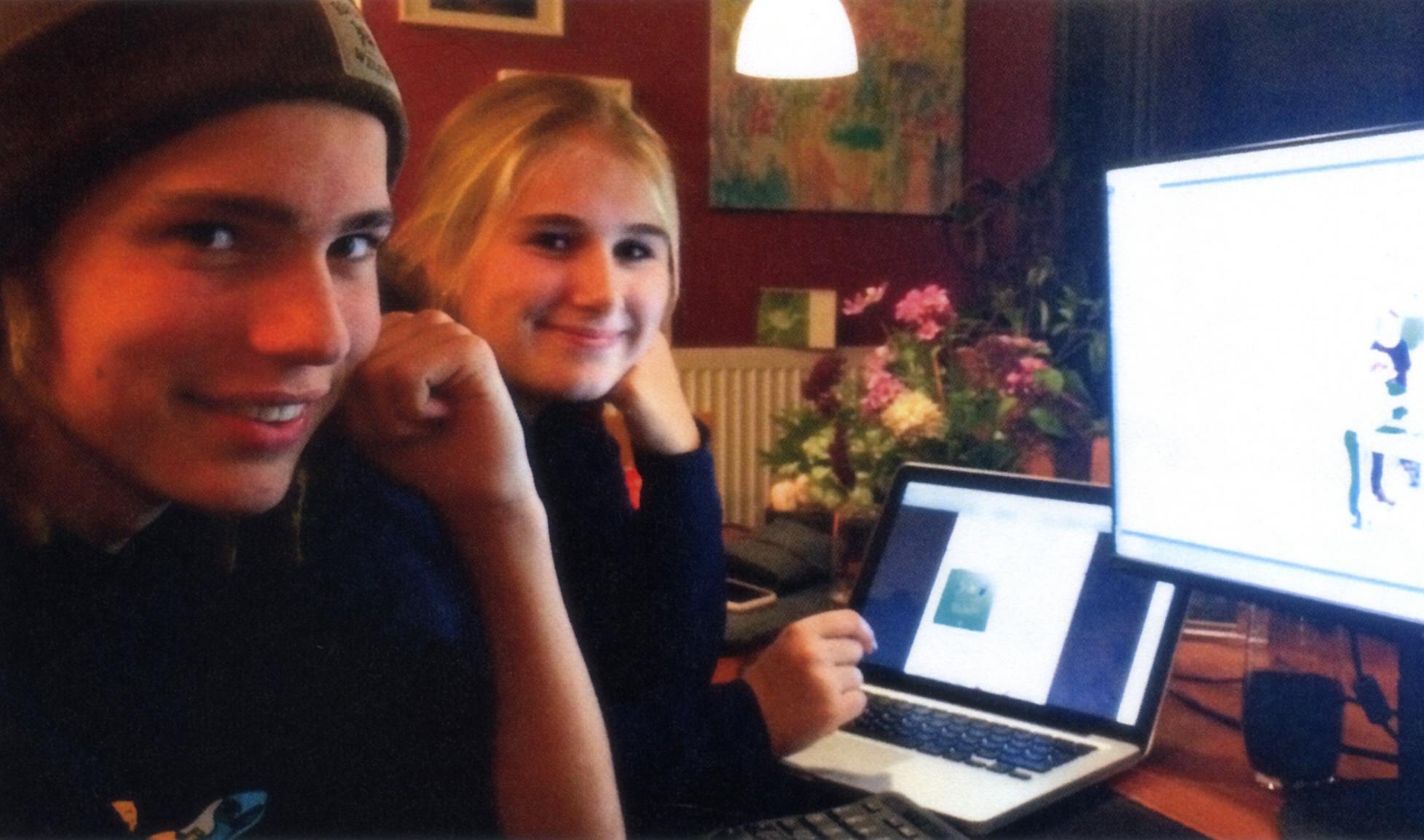 """Die beiden Chefredakteure der """"Denkpause"""" Lina Martens (18/re.) und Malte Fiedler (16)"""