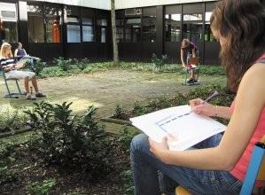 Schüler der Kunst-AG im Innenhof