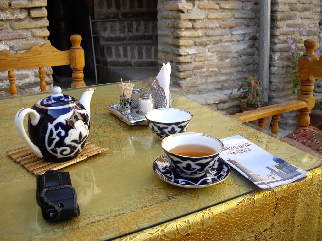 endlich in Buchara - der Tee beruhigt meinen Magen