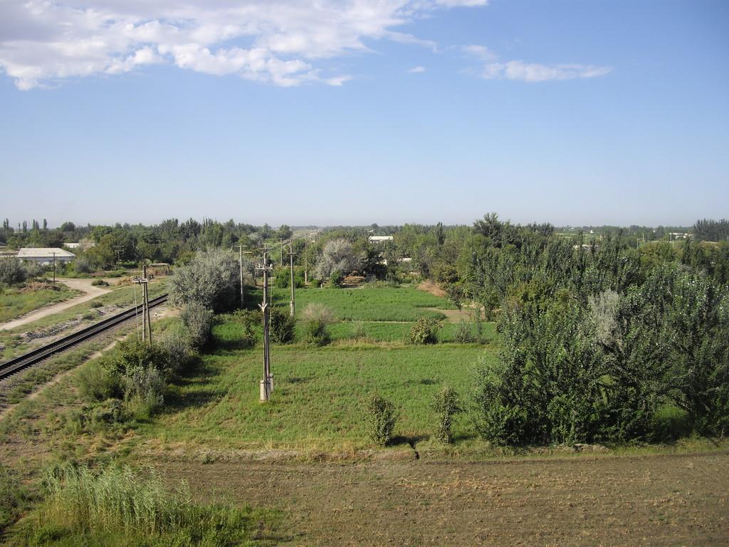 die ersten Eindrücke von Uzbekistan von einer Brücke aus