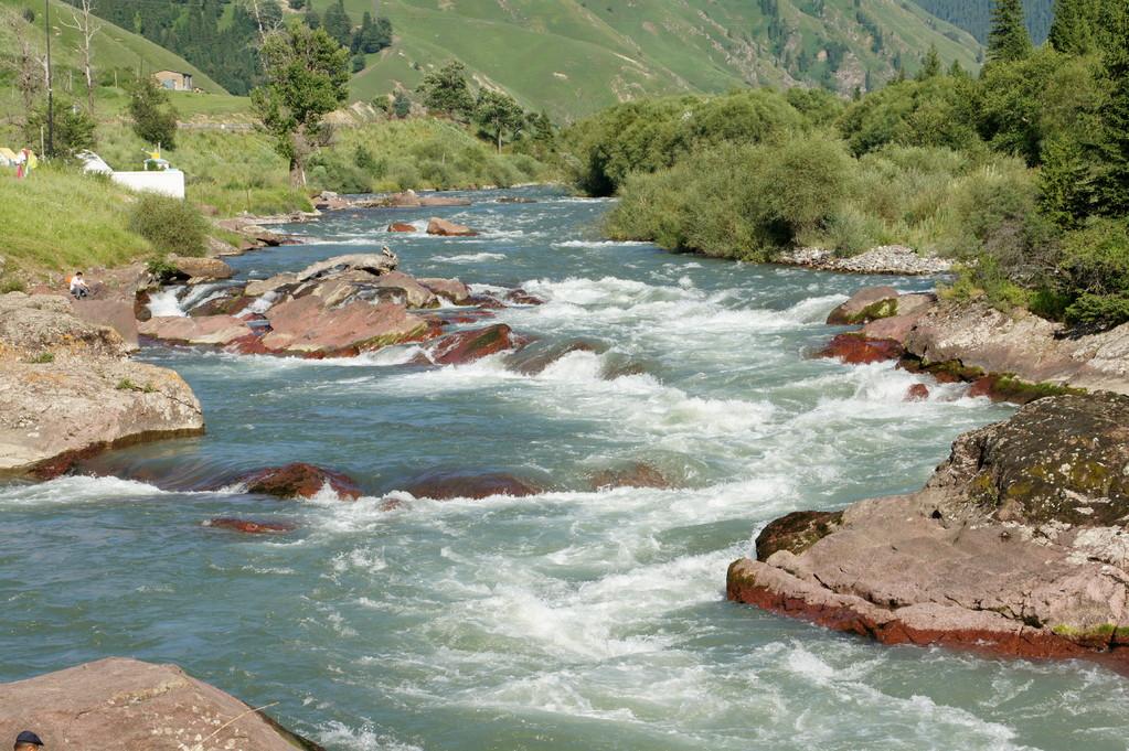 Ein herrlicher Wildwasserfluss...zum Canadier fahren ideal