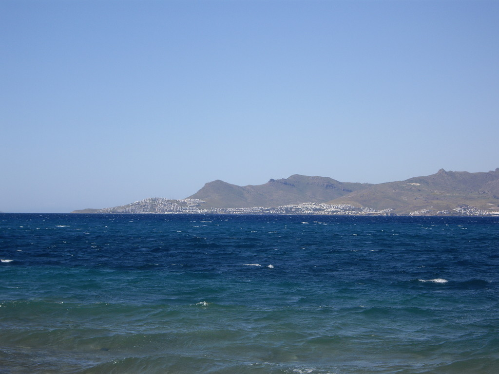 dıe türkische Küste von Kos Stadt aus gesehen