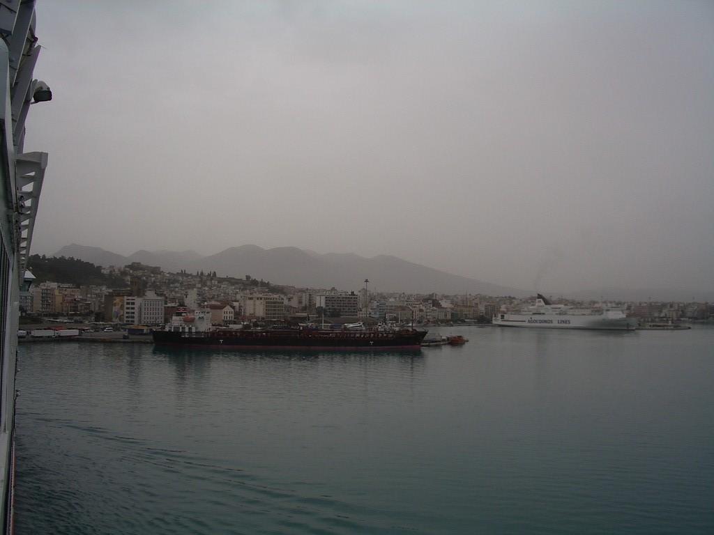 13.04.08 - Einfahrt in den Hafen von Patras