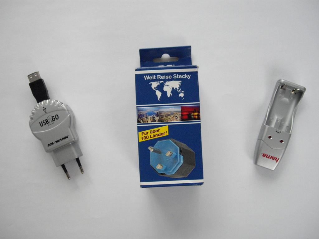 Weltreisestecker + USB-Ladegerät - 247 g