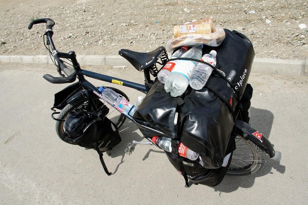 Vollbepackt mit Proviant gehts Richtung Pass (3.750m)