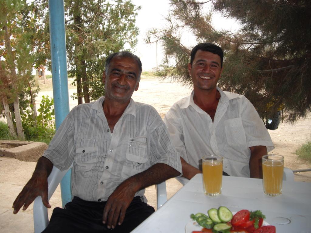 17.07. ich bekomme Gesellschaft und wir trinken so etwas wie turkmenischen Most oder Aeppelwoi