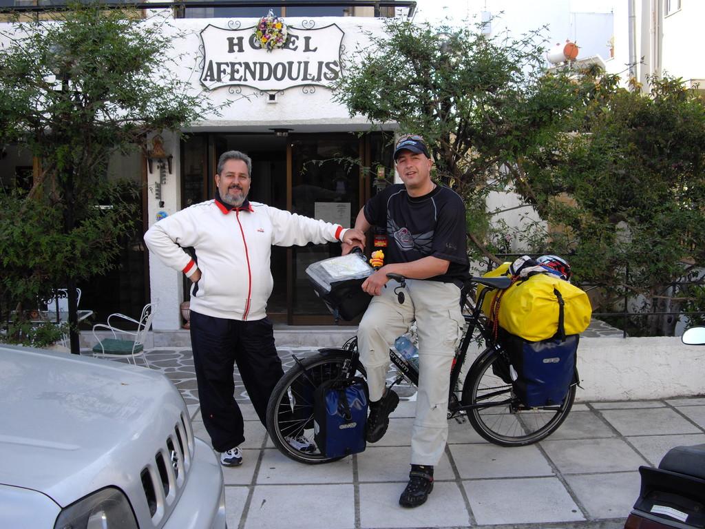 Abschied nach 2 Wochen - Hotelbesitzer Alexis vom Hotel Afendoulıs