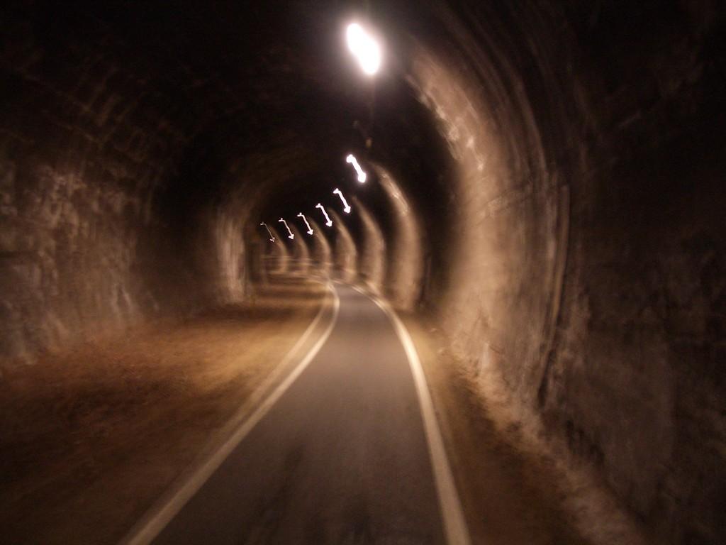 09.04.08 - Radwegtunnel von Klausen Richtung Bozen