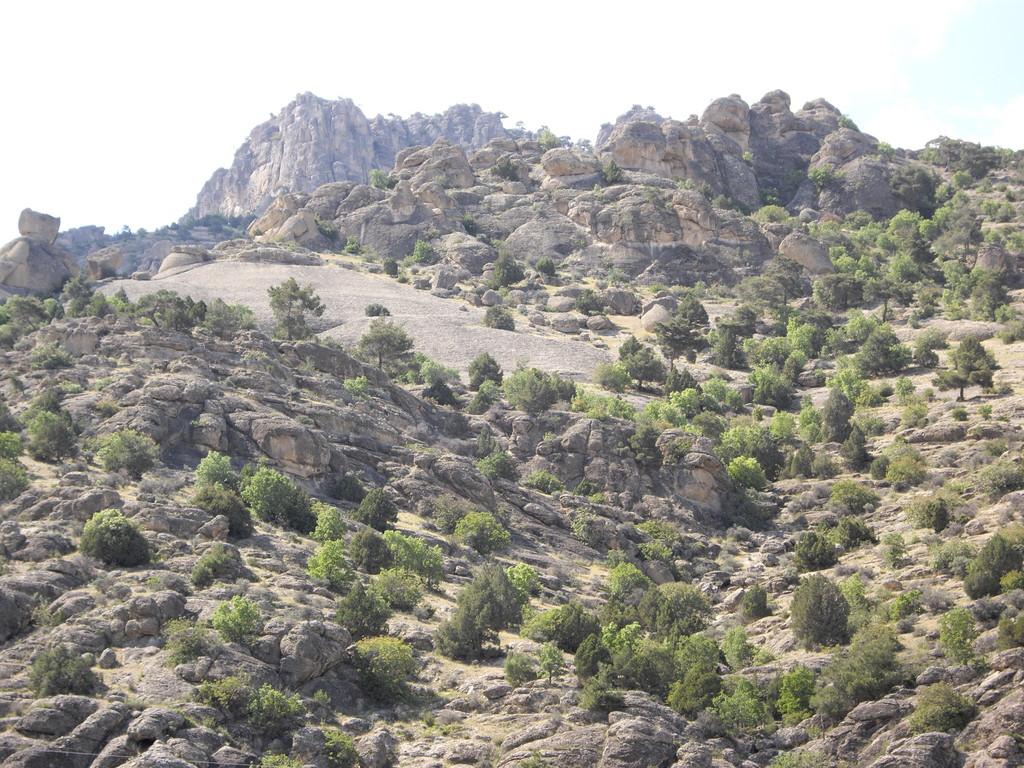 Das Bergmassiv gegenüber des Salzsees