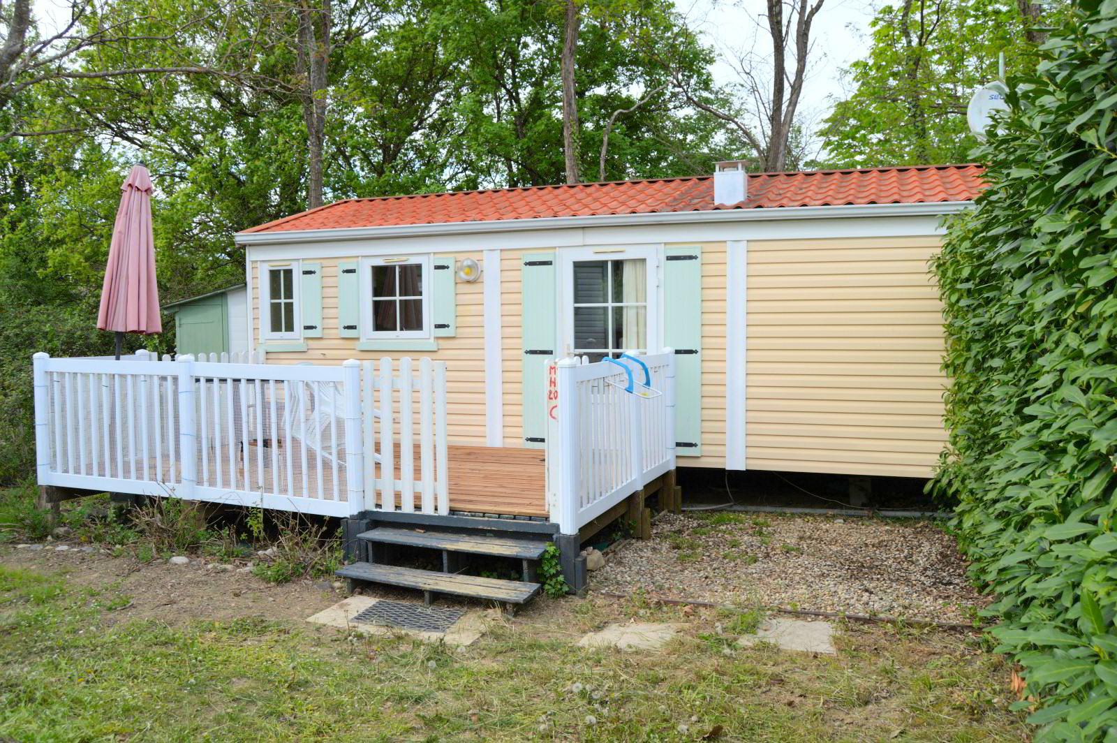 Mobilheim mit 2 Schlafzimmern und Terrasse