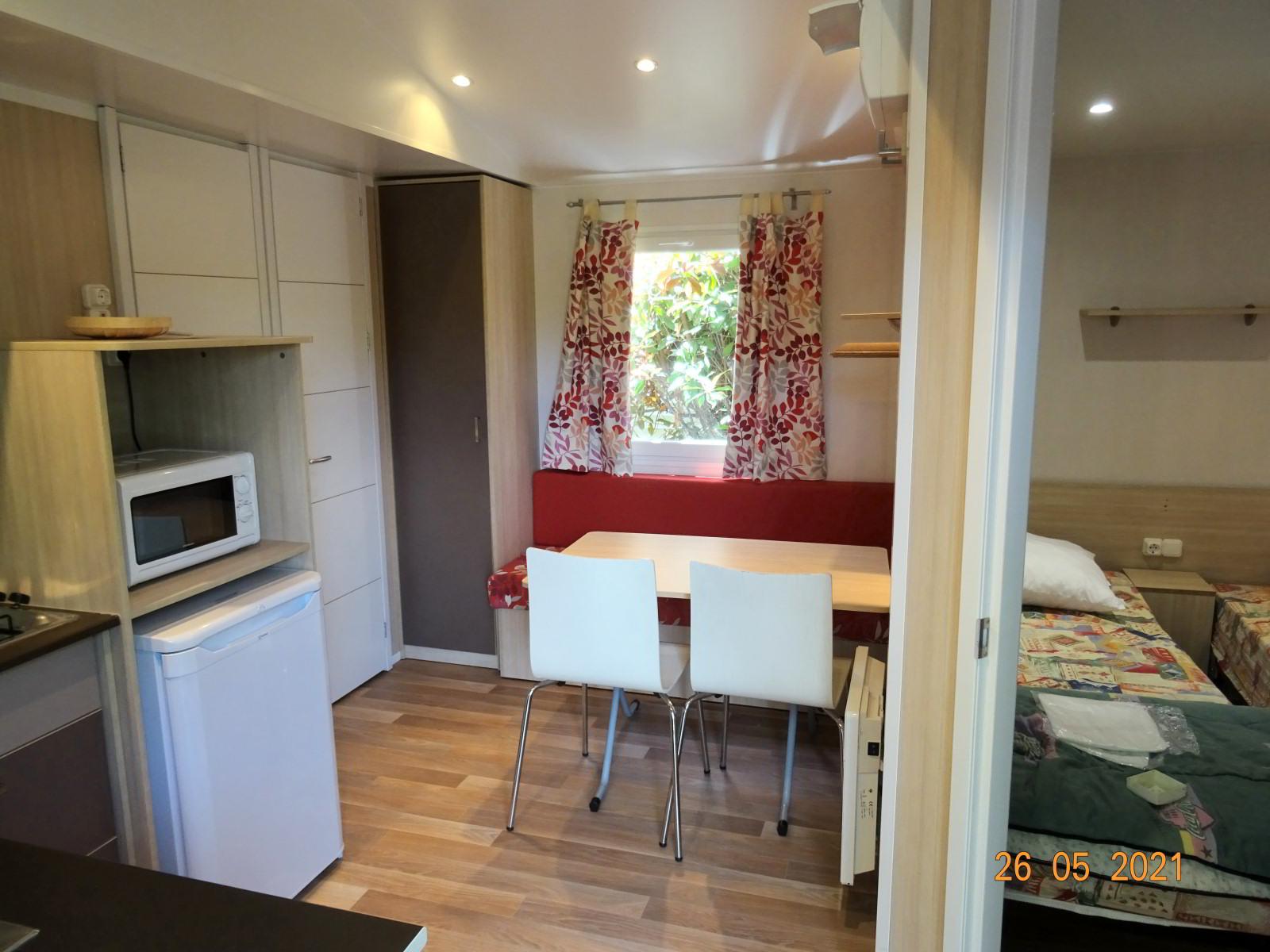 Mobil-home avec 2 chambres dans camping 3 étoiles