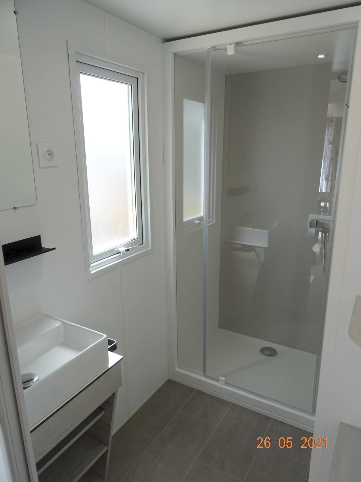 Sanitäres, neues Mobilheim mit 2 Schlafzimmern