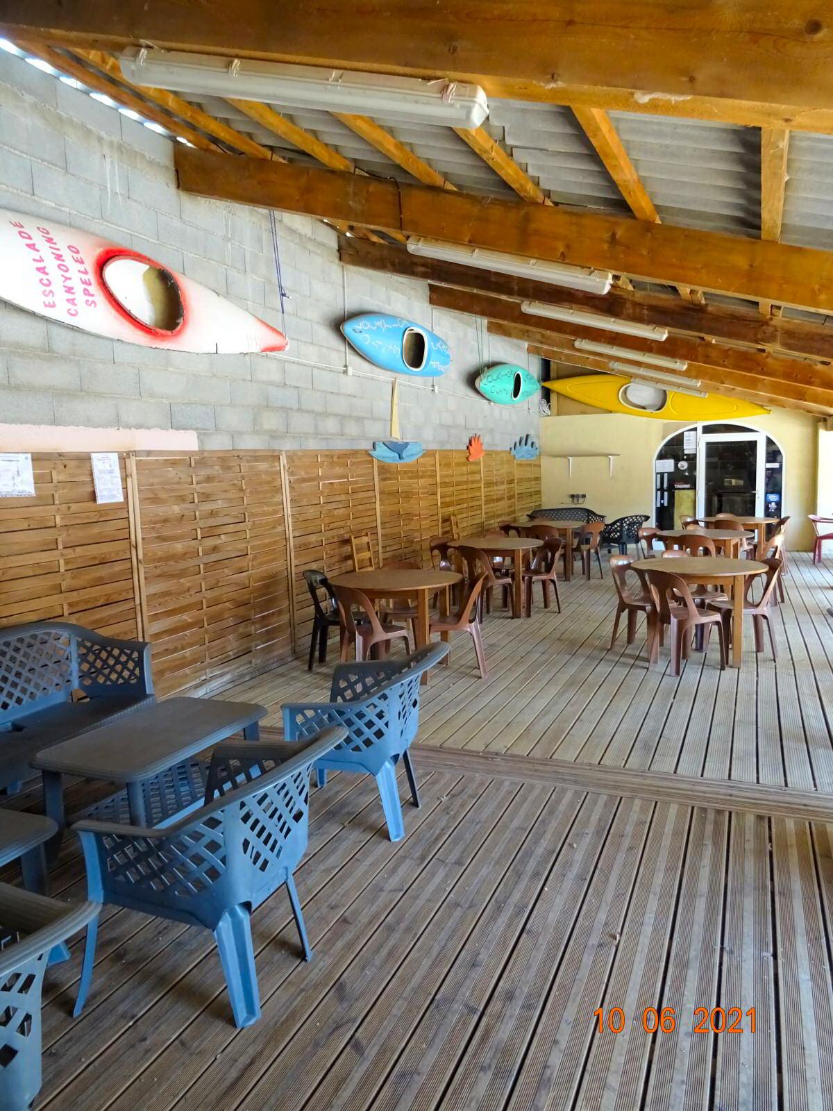 Terrasse couverte pour la restauration
