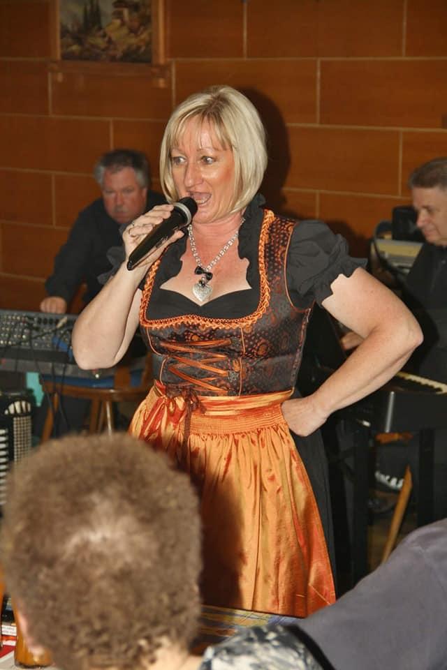 """Wienerlied-Benefiz zu Gunsten des Vereins """"Mit Musik zur Menschlichkeit"""" im Gasthaus Unsinn 2018"""