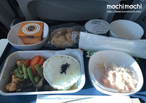 帰りの機内食その1 てりやきチキン的なもの。