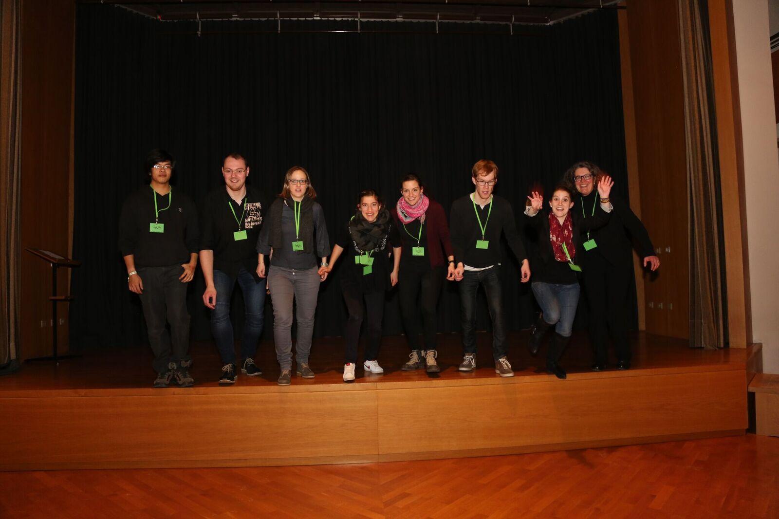 Gelöste Stimmung beim Orga-Team. Der Spirit-Poetry-Slam war ein voller Erfolg