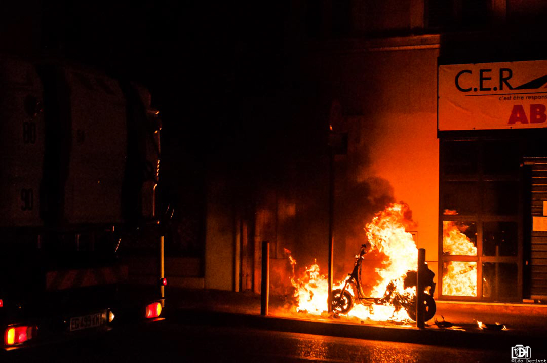 Scooter enflammé, Marseille, 2017
