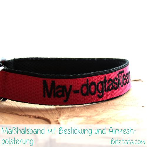 """Maßhalsband aus 3cm breitem, roten Gurtband gefertigt und mit schwarzem Airmesh unterlegt. Bestickt mit Name, Betrieb und Telefonnummer im """"Arial""""-Font."""