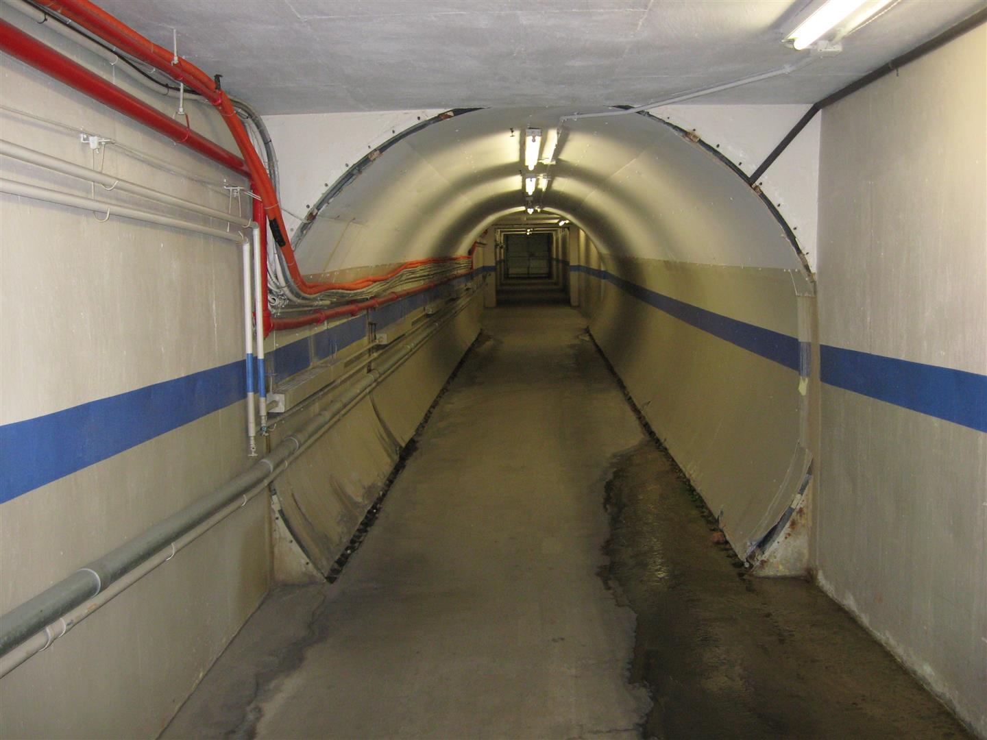 Pedestrian tunnel for industrial customer needed abandoned and filled with concrete under active railroad