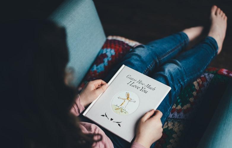 à quel age lire un livre ?