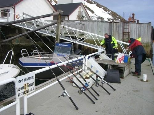 Haufenweise Angelzeug muss noch mit...hoffentlich sind die Boote groß genug