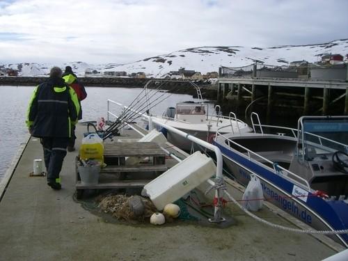 6 Mann in 2 Gruppen verteilt auf 2 Boote