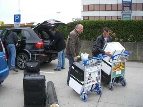 Umschichtung des Gepäcks auf dem Flughafen Schönefeld