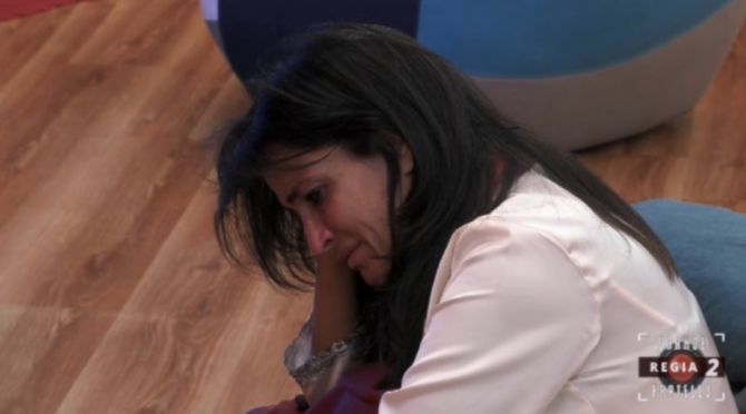"""Aida Nizar razzista, Aida Nizar, Baye Dame accusa Aida di razzismo e bullismo: """"Il mio Grande Fratello finisce qui, lei deve chiedermi scusa, Baye Dame accusa Aida di razzismo e bullismo: """"Il mio Grande Fratello finisce qui, lei deve chiedermi scusa"""" (VID"""