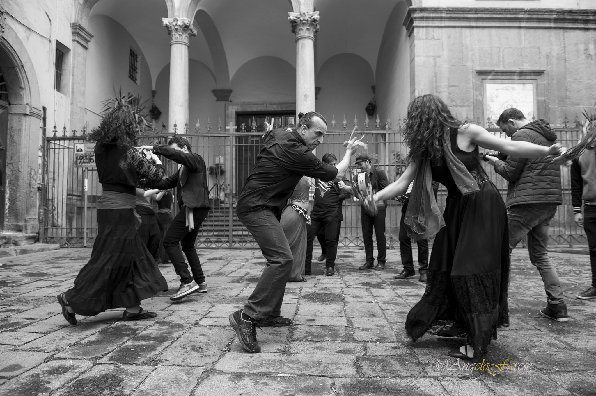 compagnia soleluna, gruppo di musica popolare di pizzica taranta tammurriate, gruppo musicale per matrimoni, compleanni feste di piazza, posteggia napoletana, matrimonio, comunione, battesimo, feste private, balli salentini, ballo del salento, musica.
