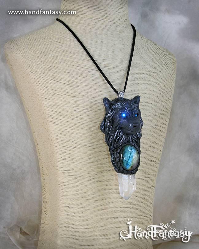 Lobo Negro, colgante Lobo negro con Labradorita y punta de Cuarzo, colgante lobo, collar lobo negro