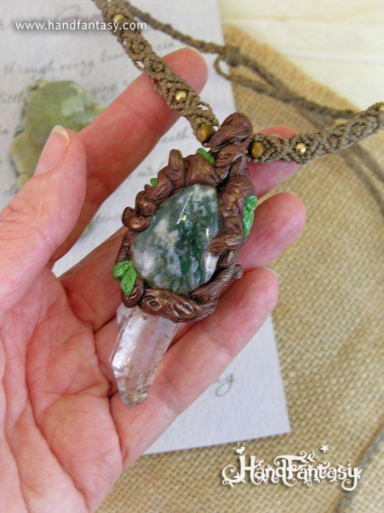 Colgante Cristal de Cuarzo en bruto y Ágata musgosa con cordón en macramé. Colgante Naturaleza, Colgante piedra de Cuarzo hecho a mano