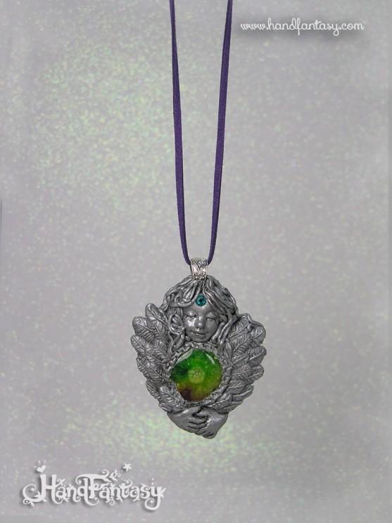 Colgante Ángel plateado con Cuarzo Solar arcoiris. Angelito con cristales, Colgante ángel de la guarda, collar de ángel, ángel plata,