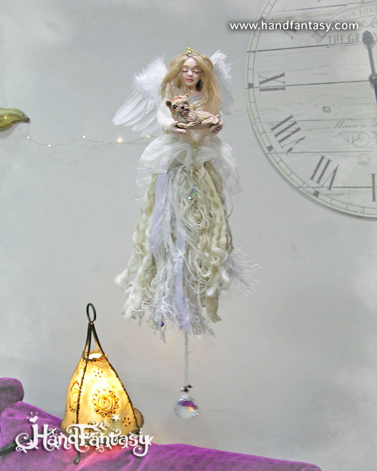 figura de ángel con mascota, ángeles de luz, figuras de arcangeles, ángeles para colgar