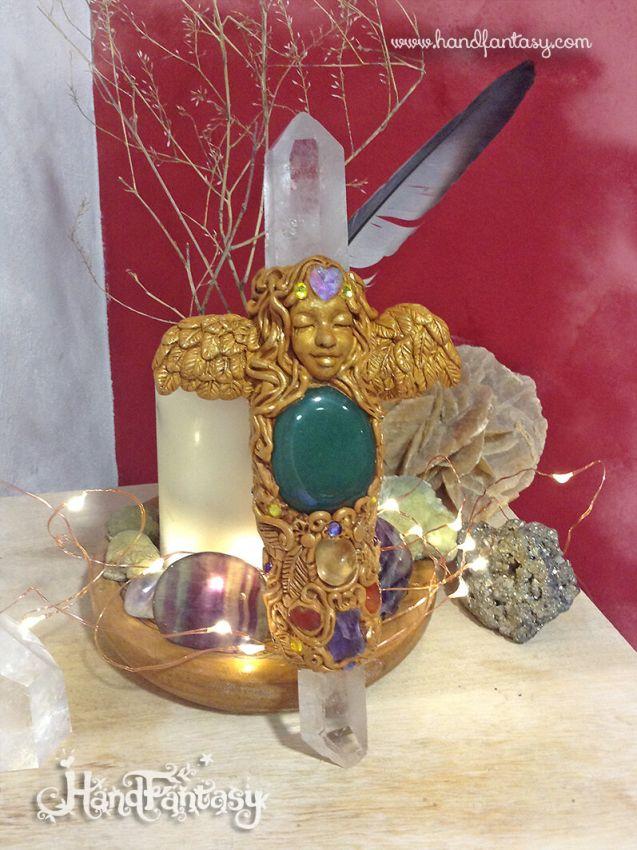 Cetro Diosa Alada dorada con punta de cristal de Cuarzo, Aventurina (Cuarzo Verde) Amatista y Carneola, Cetro mágico, varas de energía, símbolos de poder