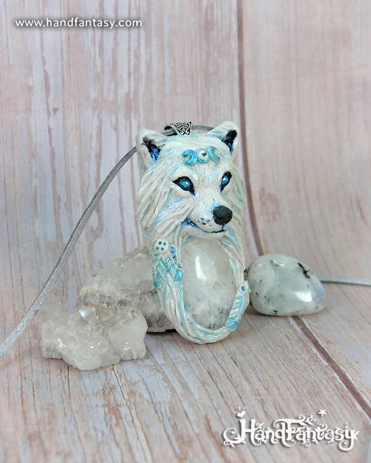Lobo Nativo blanco con plumas, colgante Lobo blanco con Piedra Luna, colgante lobo, collar lobo blanco