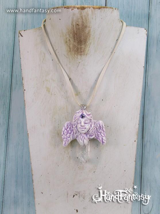 Mini: Colgante Ángel con punta de cristal de Cuarzo. Angelito con cristales, Colgante ángel de la guarda, collar de ángel, ángel con cuarzo