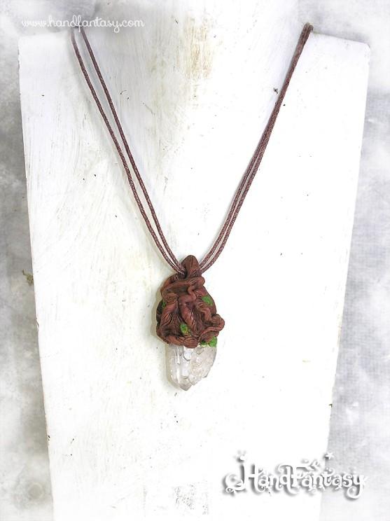 Colgante con punta de Cristal de Cuarzo en bruto. Espíritu del Bosque