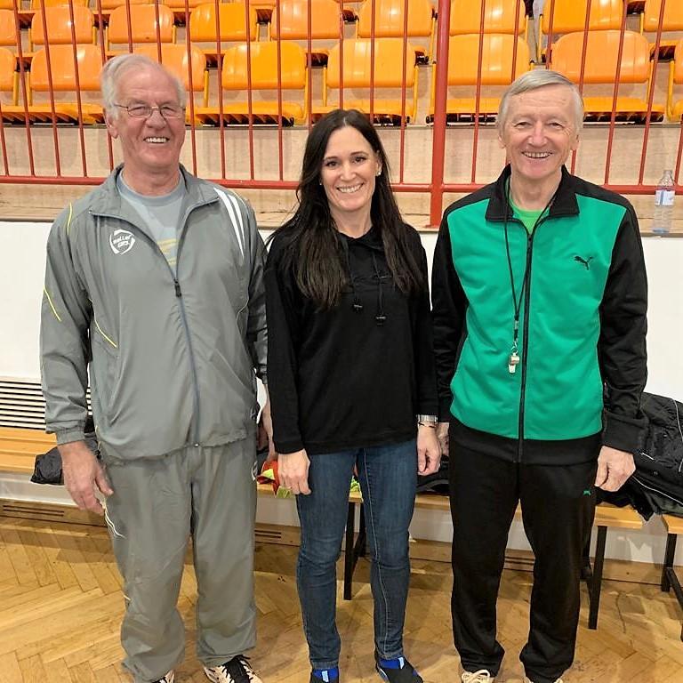 Organisatorin Tanja Hofer mit Schiris J. Schlaffer und J. Kallinger
