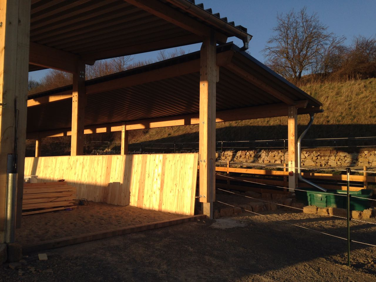 Zentrum für Pferdegesundheit: Eingang vom Offenstall