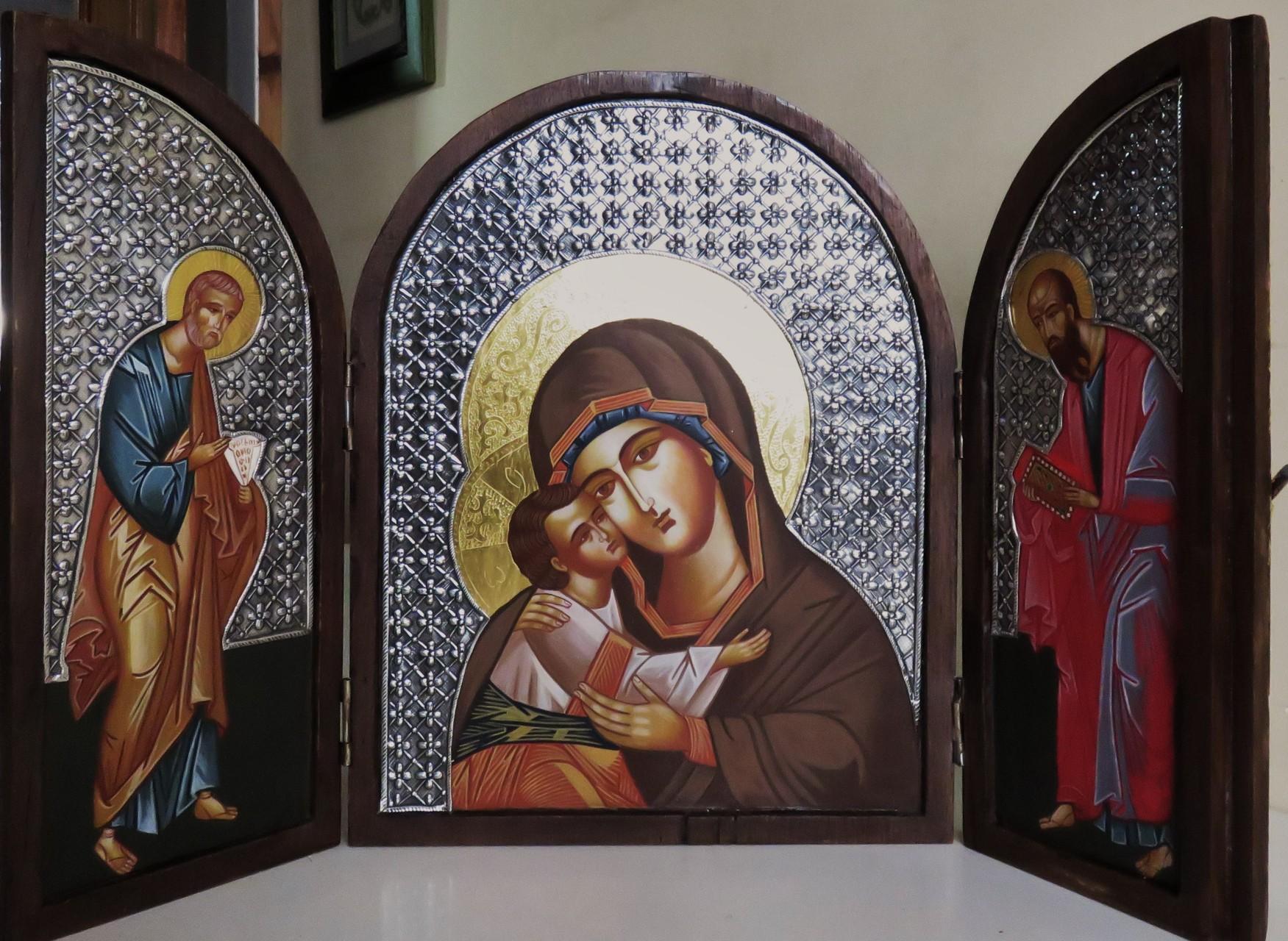 VIRGEN DE LA TERNURA CON APOSTOLES  35 X 27  CERRADO  700 €