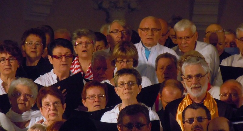 6 avril 2013 - 28ème Avril de Poisson - quelques Turelurons pendant le chant commun